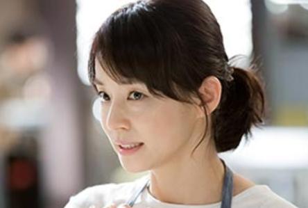 石田ゆり子髪型コントレール ショートのヘアスタイル 石田ゆり子