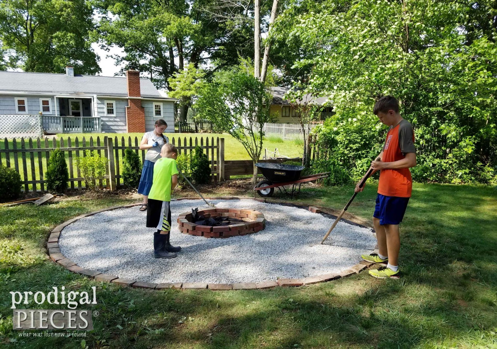 DIY Fire Pit ~ Backyard Budget Decor #diyfirepit