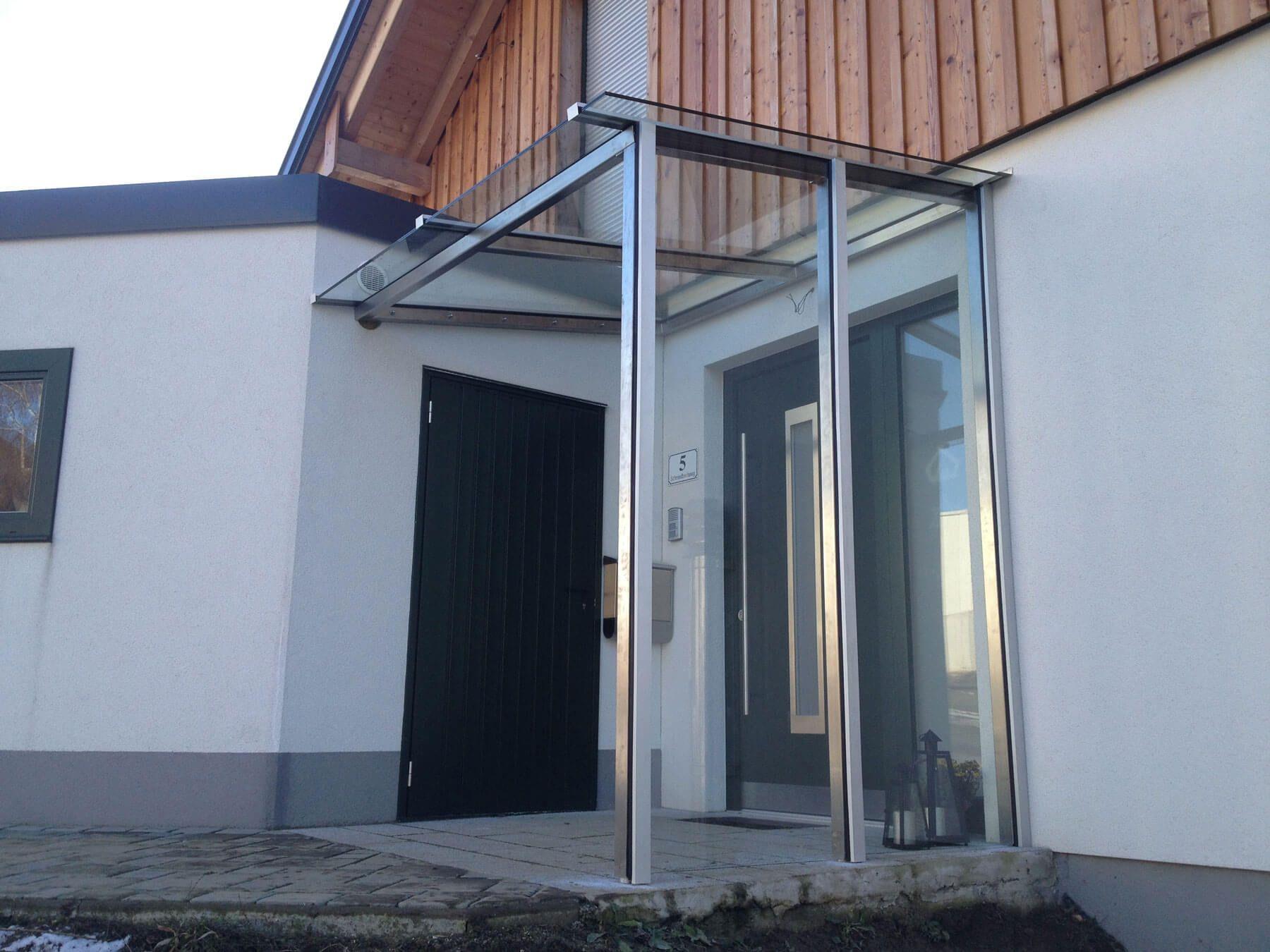 Mehrere Balkonverglasungen für ein Einfamilienhaus