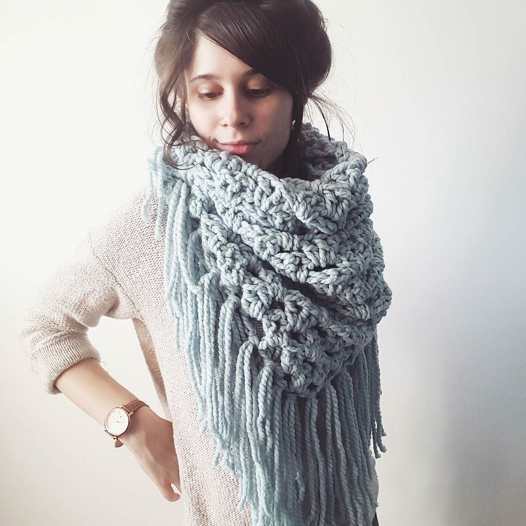 I'm pretty much in love with this giant triangle fringe scarf.  by knitbrooks