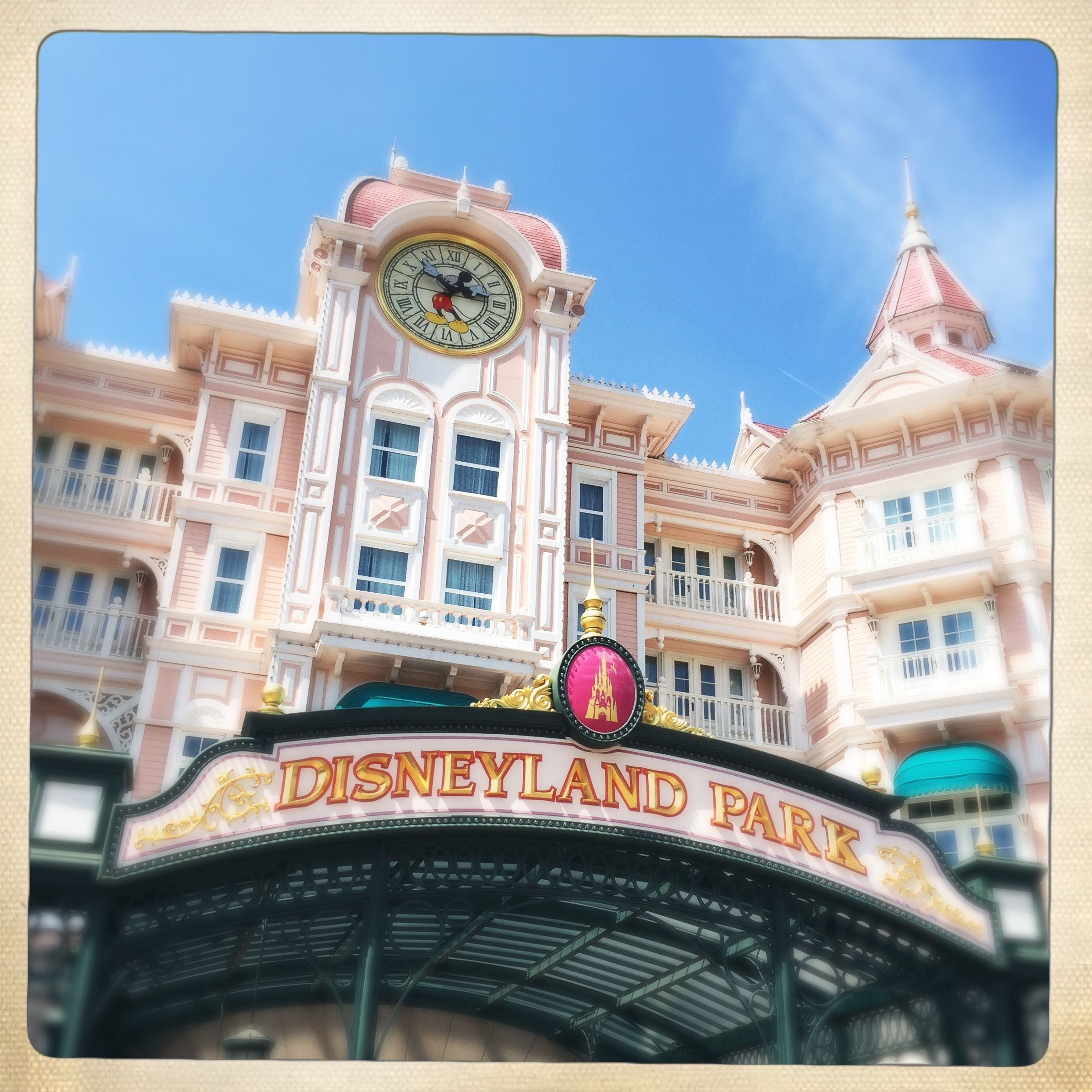Disneyland Paris Hotel Book Your Trip Here Http Fave