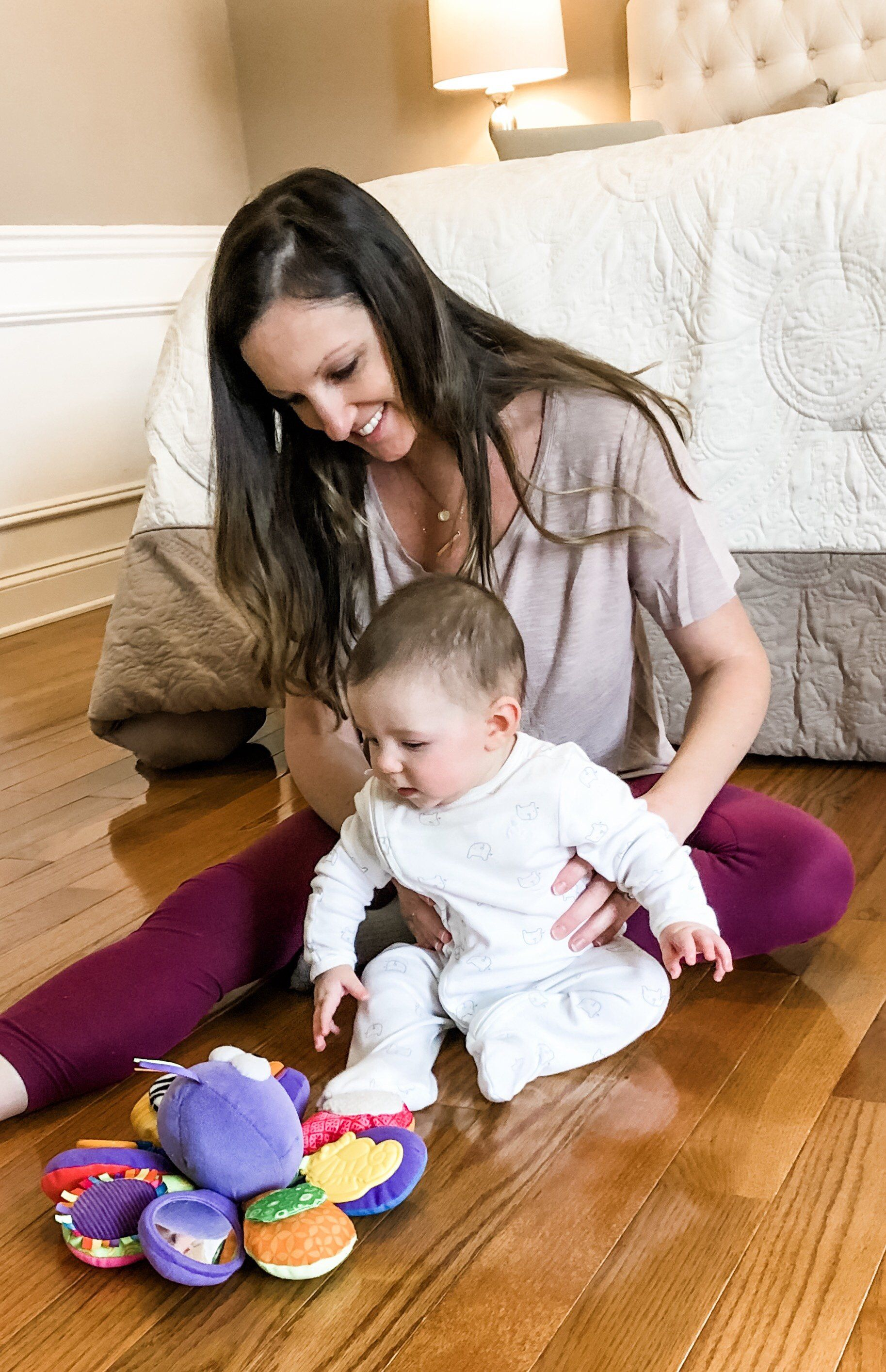 When Can Your Baby Sit Up And How To Help Them Sit Up On Their Own Baby Development Activities Infant Activities Children Hitting