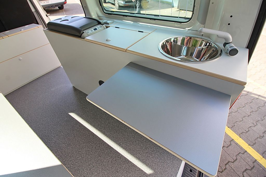 werkstatt service berlin fahrzeug ausbau vw t5 umbau. Black Bedroom Furniture Sets. Home Design Ideas