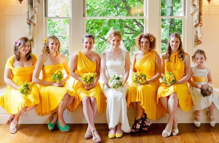 diferentes modelos en tono amarillo.