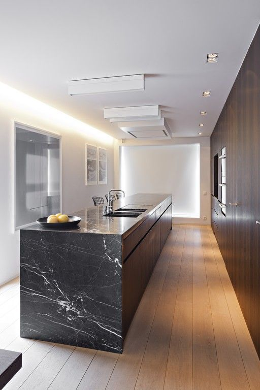 Black marble kitchen island. | Kücheninsel aus schwarzem Marmor ...