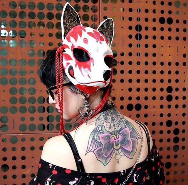 Otro modelo de máscara Kitsune, esta vez, modelada por mí en la última Harajuku  Consulte y cotice la suya <3  #kitsune #kitsunemask #mask #handmade