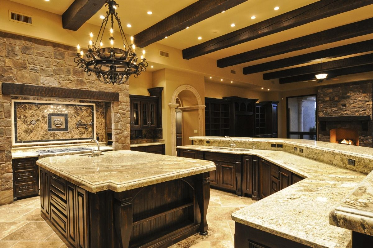 Luxury kitchens photo gallery luxury home gallery for Small house plans with big kitchens