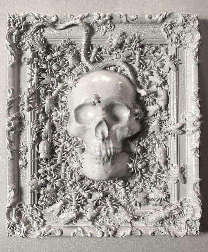 Frame Skull Rubber Snakes And Bugs All Sprayed White