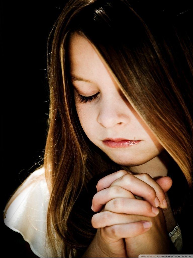 praying girl wallpaper #379522