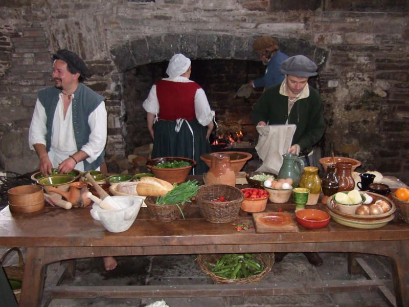 medieval food Medieval feasts were much like our modern dinner parties they started light - with soups and salads - and moved on to heavier foods and then, of course, dessert.