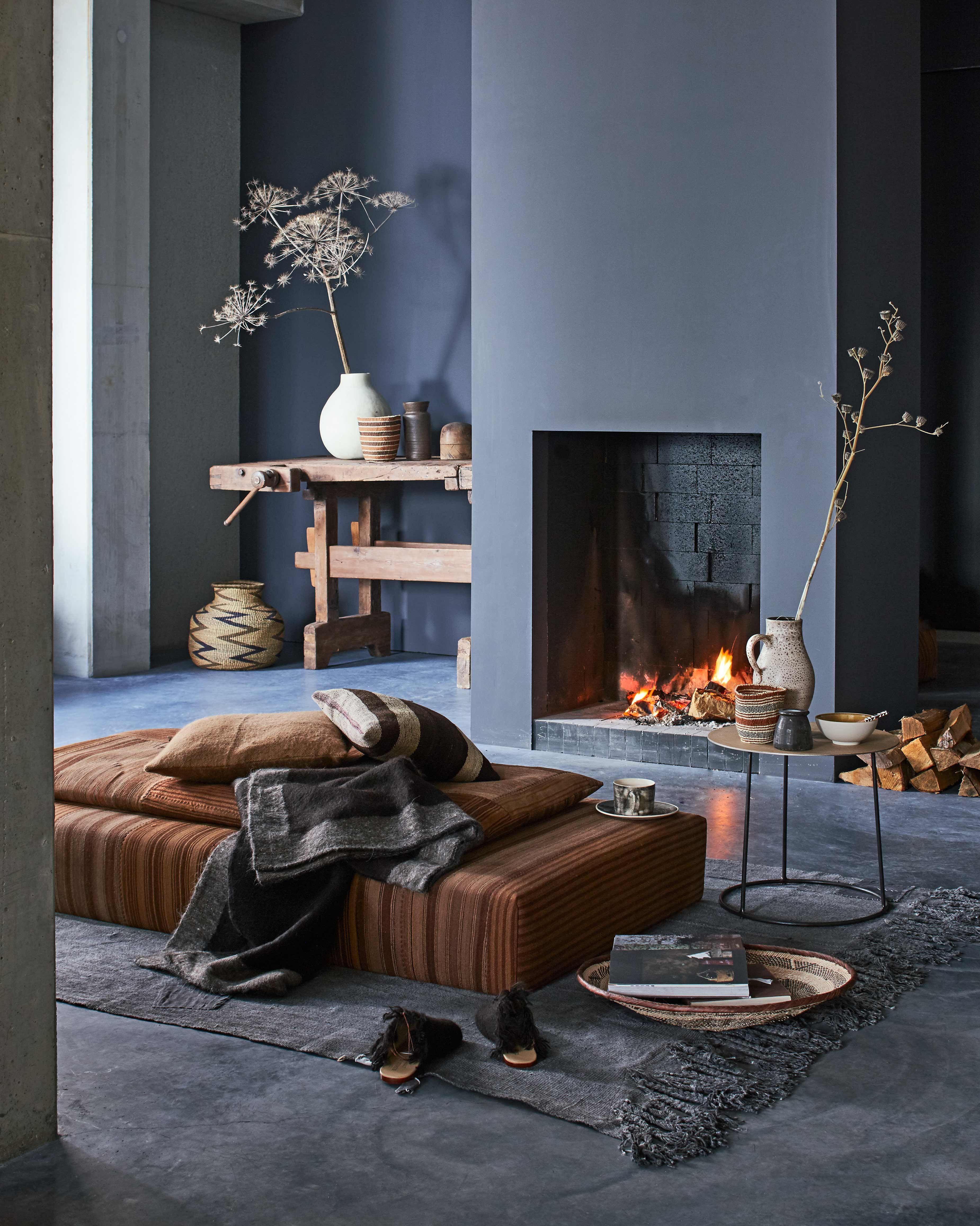 kamer met open haard | room with fireplace | vtwonen 01-2017 | Fotografie Jeroen van der Spek | Styling Cleo Scheulderman