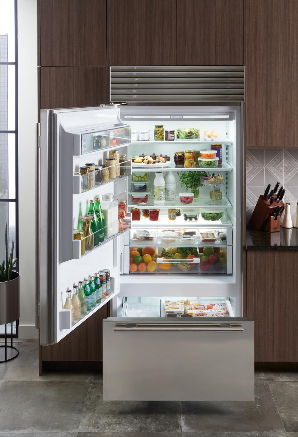 36 Classic Over And Under Refrigerator Freezer With Internal Dispenser Refrigerator Freezer Refrigerator Sub Zero