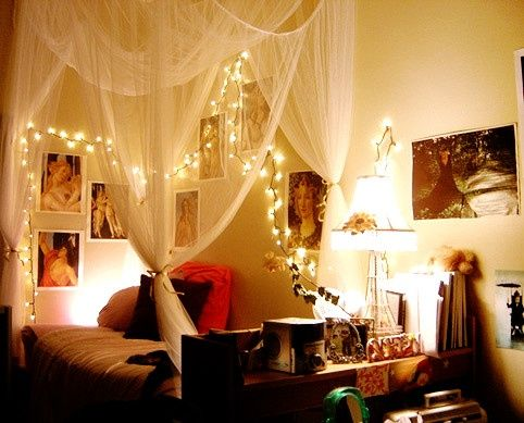 Hanging Christmas Lights in Bedroom - a bit bohemian:) I like it ...
