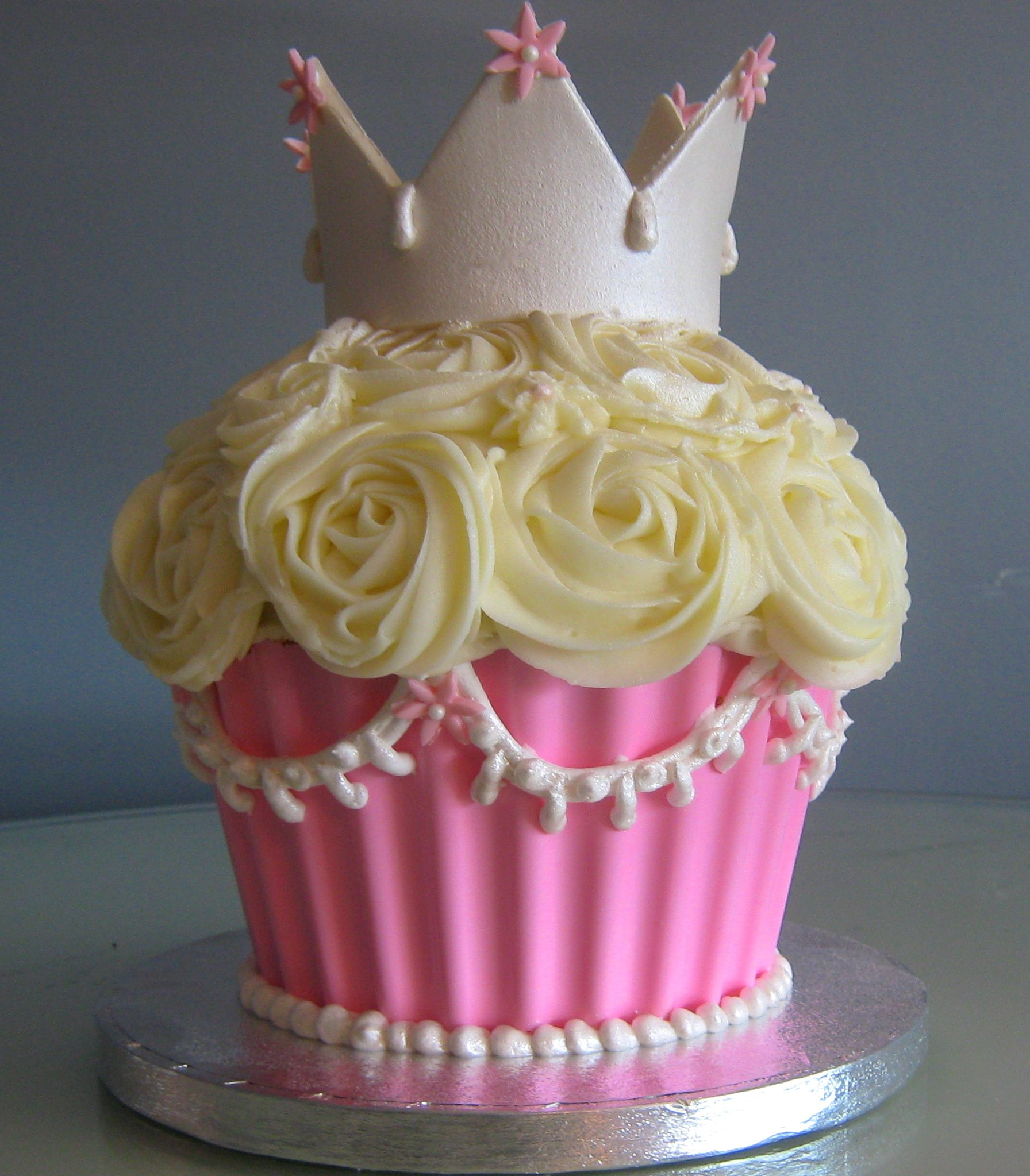 Stupendous Img 4789 Giant Cupcake Cakes Big Cupcake Large Cupcake Cakes Funny Birthday Cards Online Hendilapandamsfinfo
