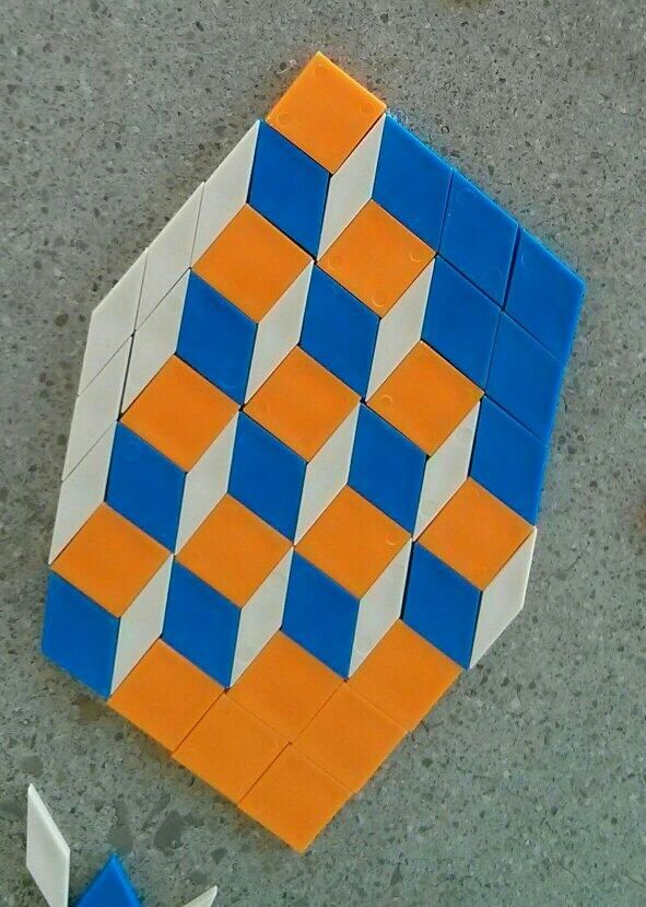 pattern block 3D view. Whoooooooa! I never imagined using the white diamonds that way!!!