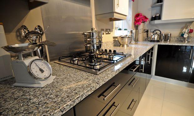 Der hohe Quarzanteil macht Rosa Beta besonders abriebhart   - arbeitsplatten granit küche