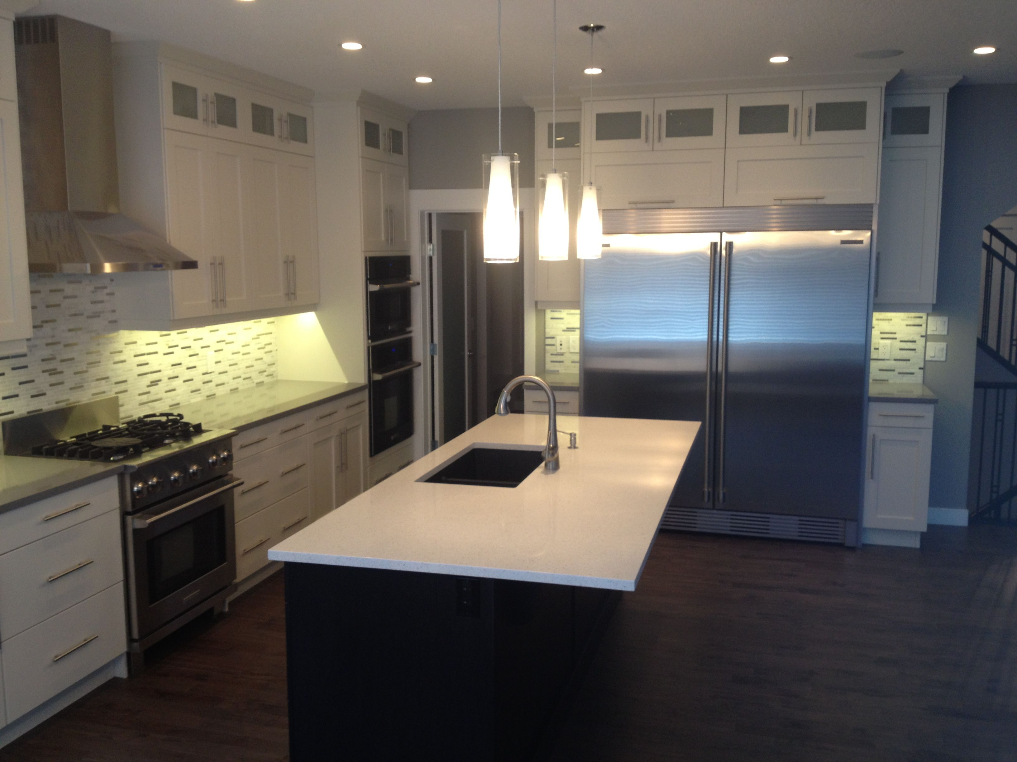 Lovely Westridge Cabinets In Arctic White 65 Sheen/Maple, Shaker Style Uppers (to  Ceiling