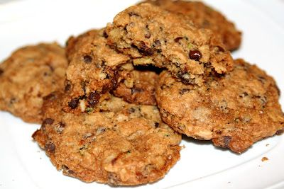 Delicious Chocolate Chip Oatmeal ZUCCHINI Cookies! Kids new fave!