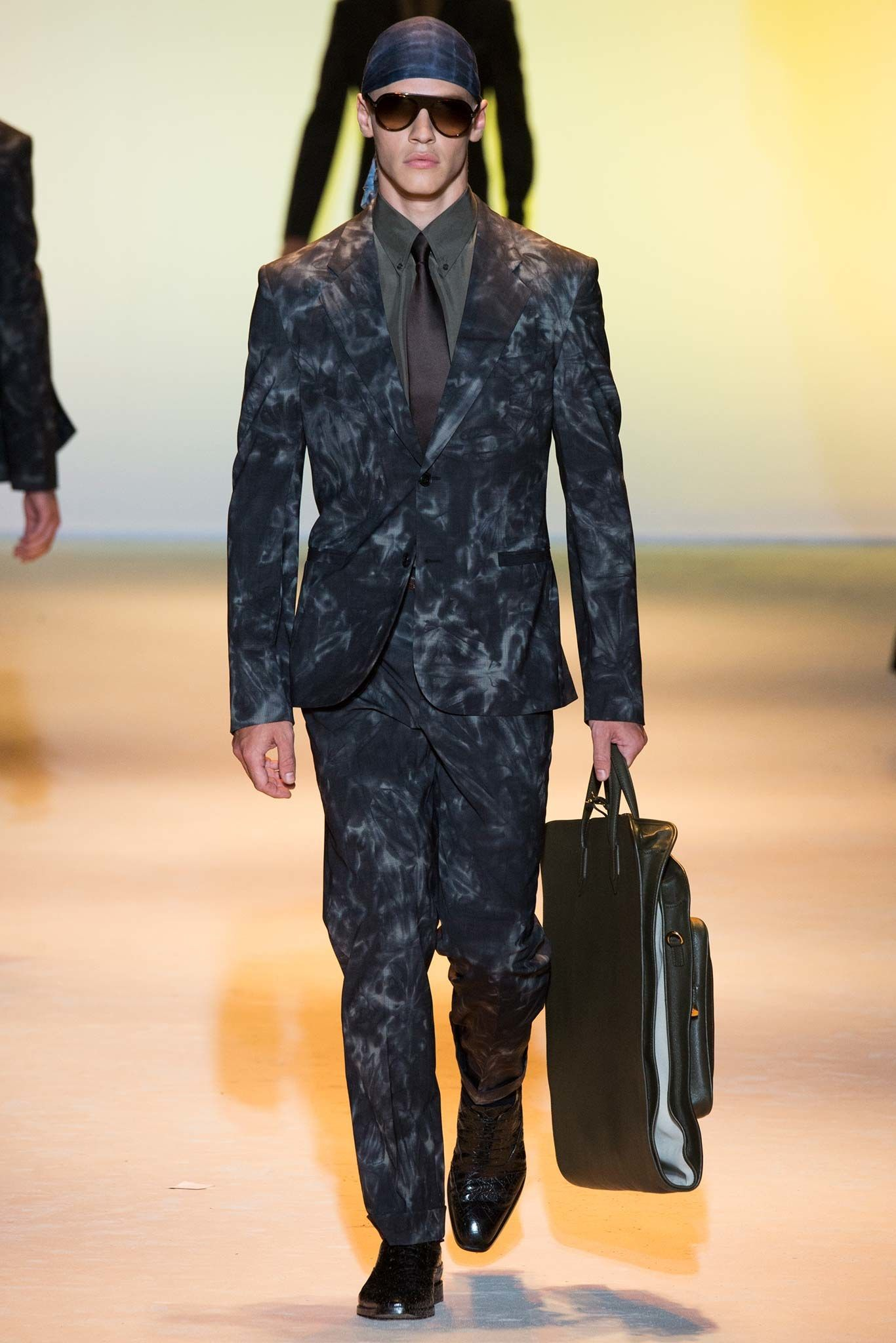 53b9961c19d9c0 Versace Spring 2016 Menswear Fashion Show   Men s 2016 Spring ...
