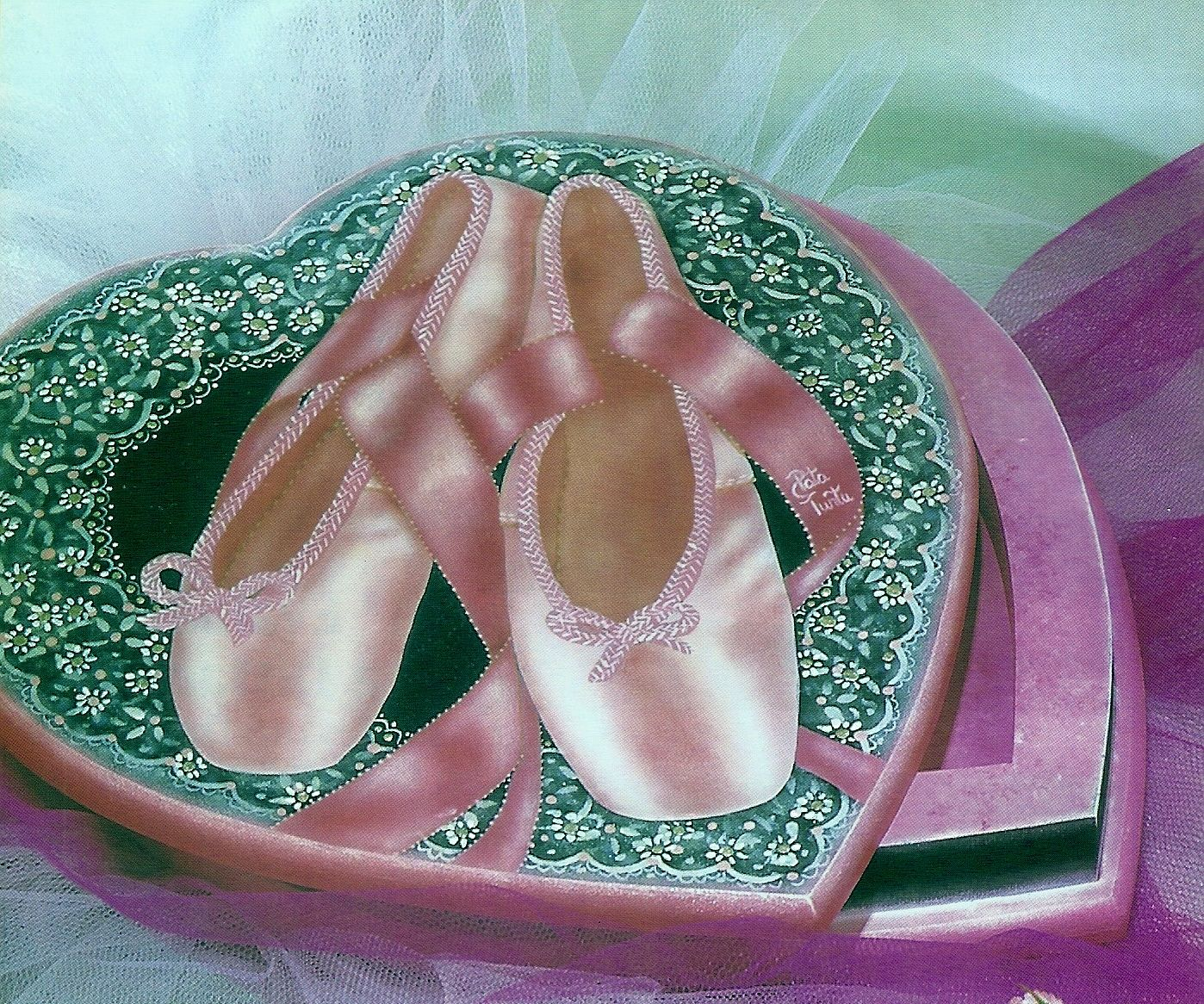 Caja con zapatillas de ballet.