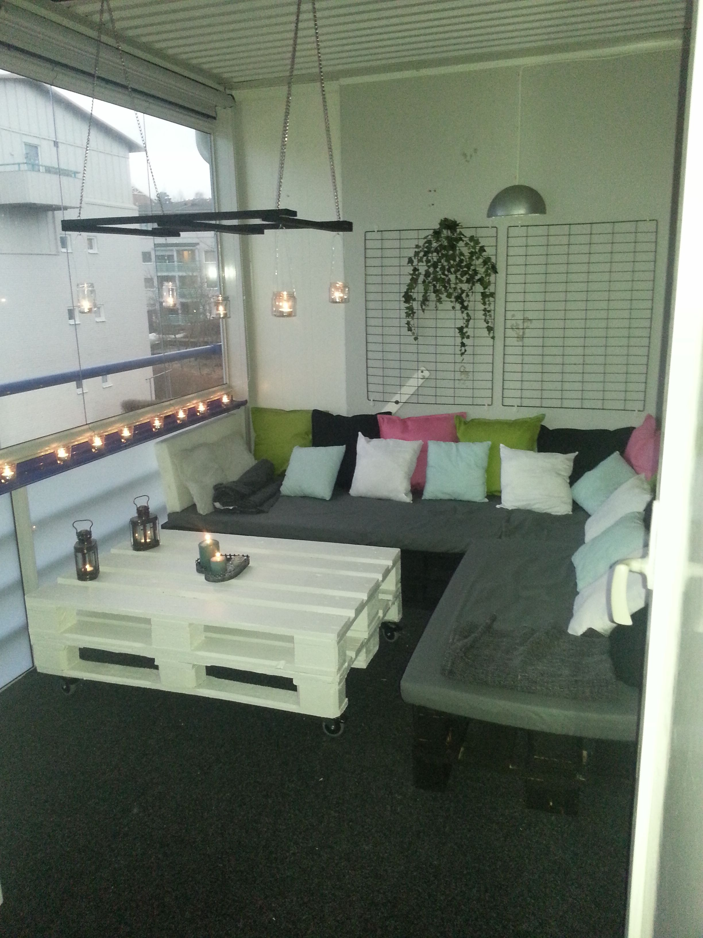 balcony pallets lounge diy outside projects pinterest palette m bel und balkon. Black Bedroom Furniture Sets. Home Design Ideas
