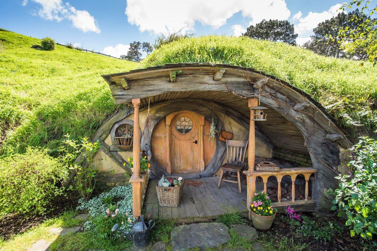 Pin de Anaco en Casas hobbit en 2019  Casas subterrneas