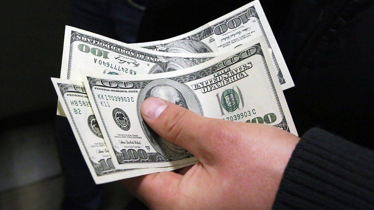 Stoimost Dollara Chto Budet S Kursom V Blizhajshie Dni Dollar 25 Yanvarya Posle Snizheniya Oficialnogo Kursa Snizilsya Na Mezhb In 2021 Business Money Us Dollars Economics