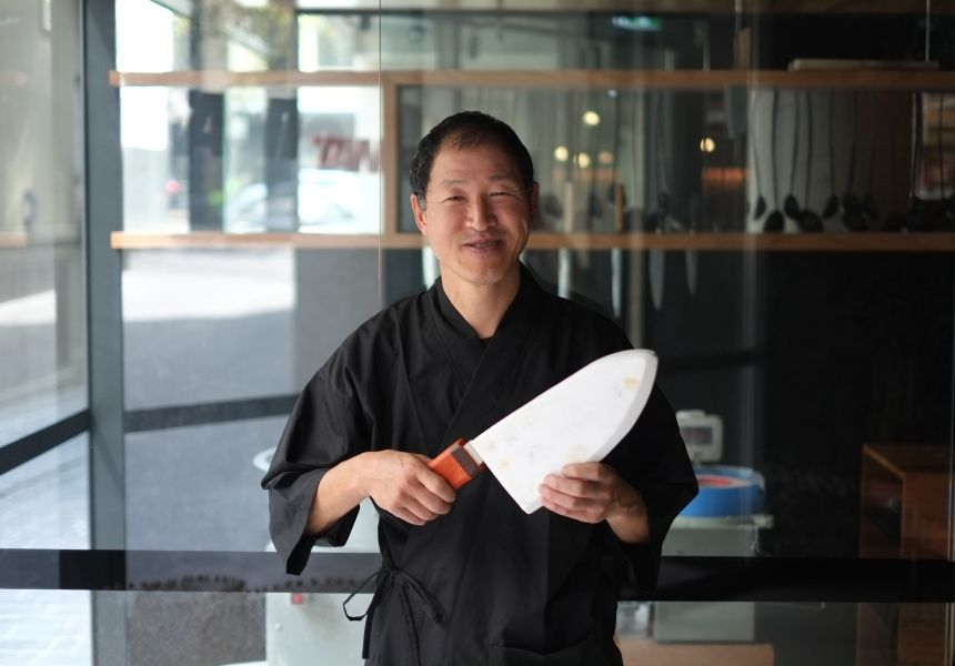 Knife lessons from a fish slicing pro.