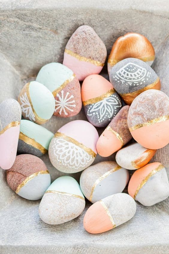 Rose and Gold Painted Rocks from Frieda Theres. Keep the kids busy this summer with any of these fun and easy Painted Rock Crafts!   #diy#kids#rocks#paint