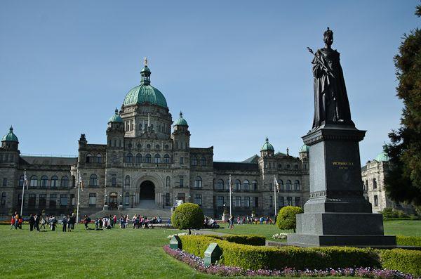 Statue de la Reine Victoria devant le Parlement de la Colombie-Britannique à… Victoria