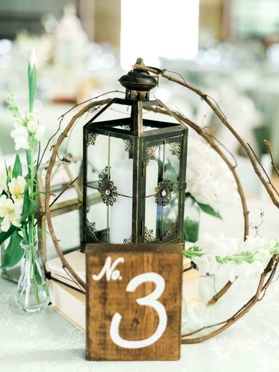 15 Beautiful Lantern Centerpieces for Any Wedding Style 15 Beautiful Lantern Centerpieces for Any W