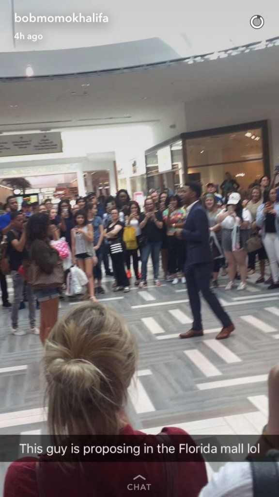 E News Guy Proposes To A Girl At Florida Mall And She Walks Out