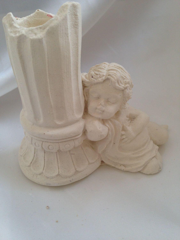 Angielo seduto con colonna portacandela in pietra leccese e polvere ...