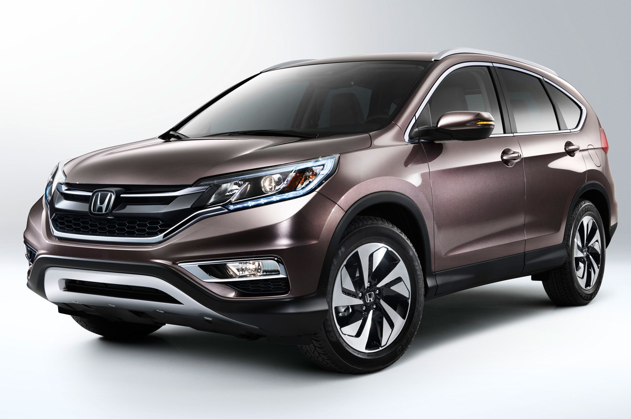 2015 honda cr v front three quarter in