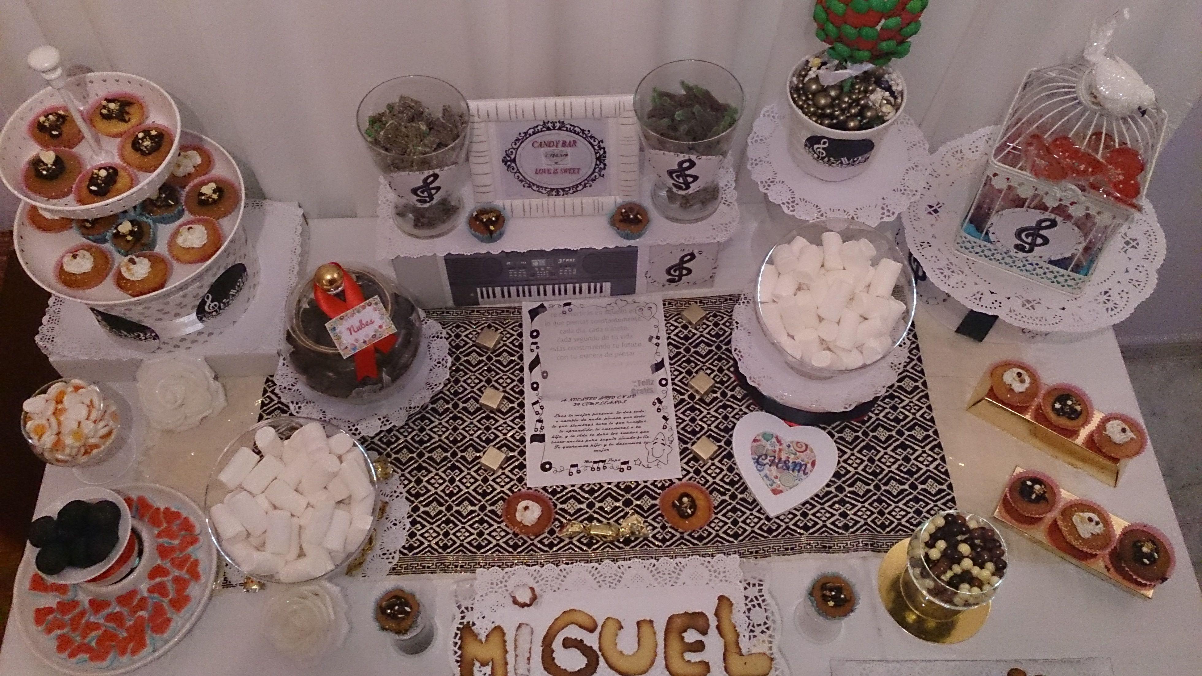 Cumpleaños,  con galletas de mantequilla, y piano de galleta decorada, cupcake, cake pop, y chuches, con decoración musical, elije tu evento, nosotros te lo decoramos