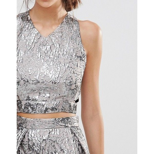 True Decadence Metallic Crop Top in Jacquard (4395 RSD) ❤ liked on Polyvore featuring tops, crop top, v neck tops, cross back crop top, cut-out crop tops and zipper crop top