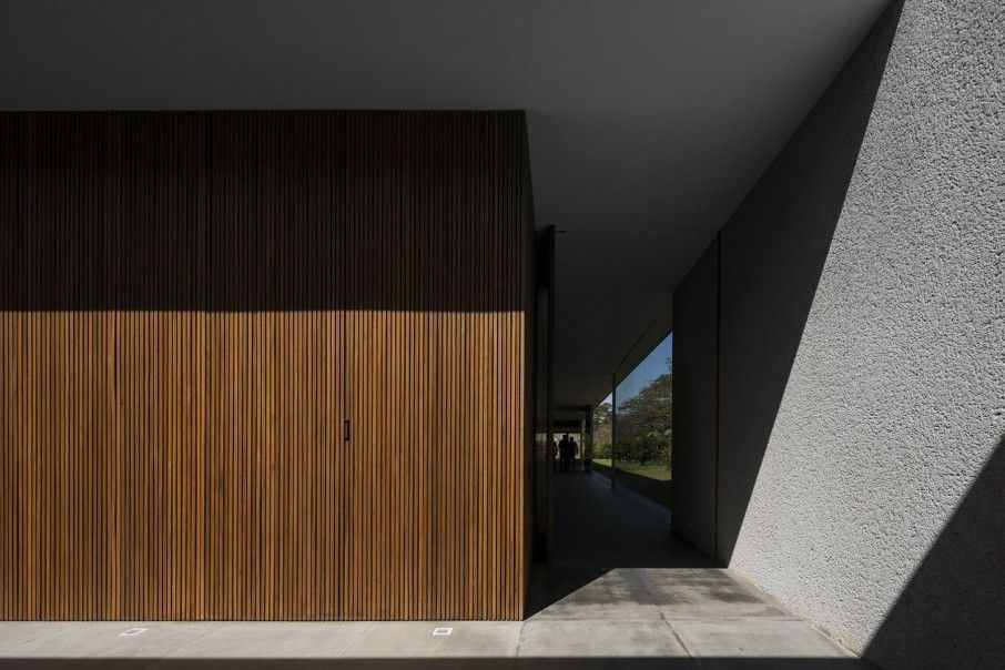 Airy Modern Home Exposed to Nature Surrounding: Minimalist Wooden Detail Covering The Lee House Exterior Wall To Hit Concrete Wall Painted I...