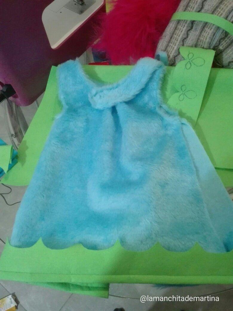 Paso 3. Unimos partes azules y comenzamos a coser la decoración del disfraz de trolls Poppy
