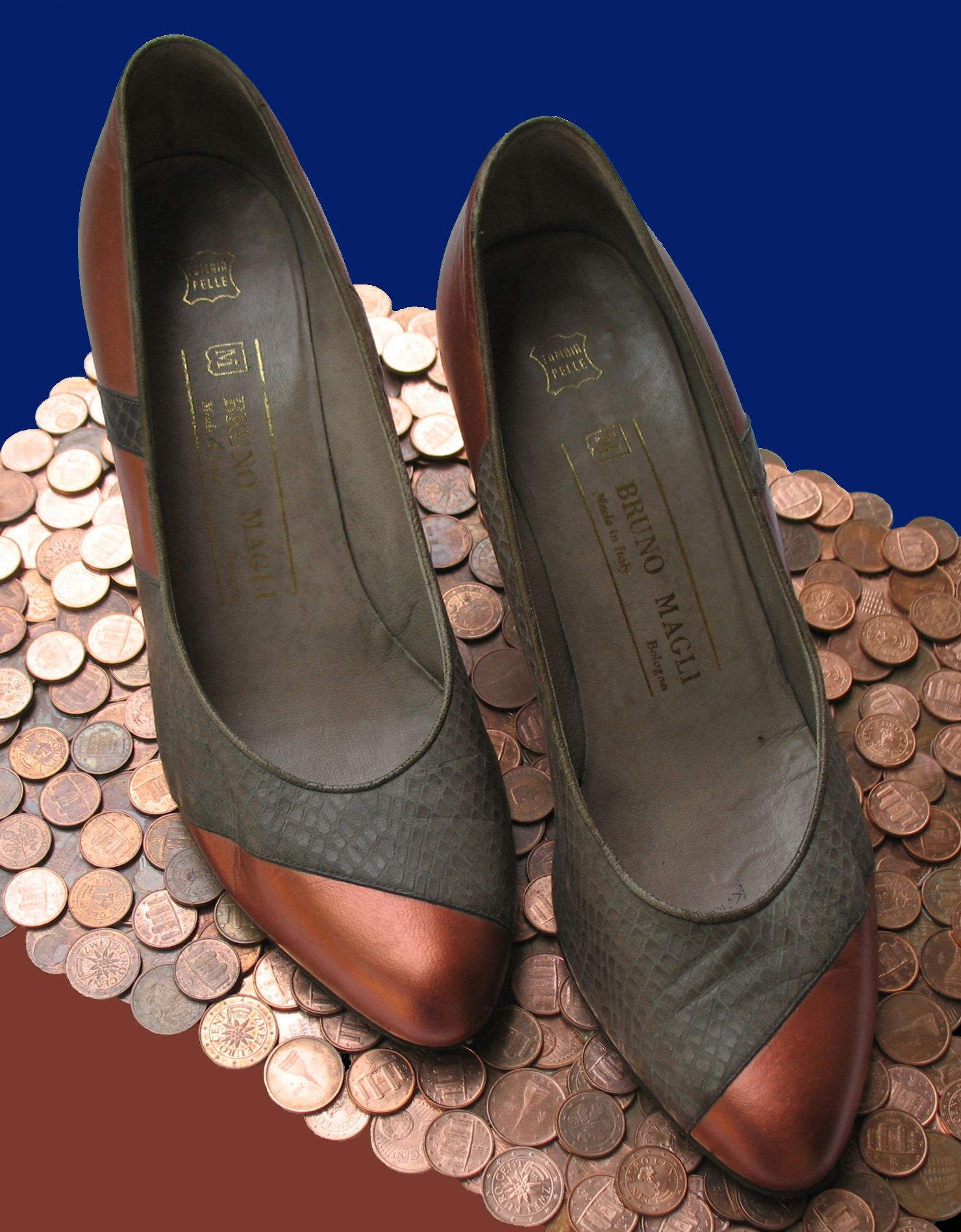 Di Rame - Paolo Buzi, 2007 (My Woman's tale in Her shoes) #copper paint on shoes #brunomagli