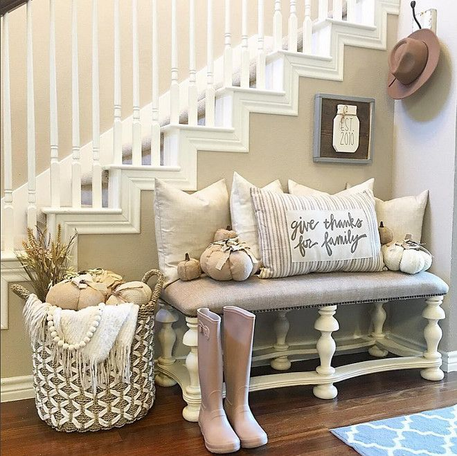 Farmhouse Fall Foyer Decor  Thedowntownaly Via Instagram.