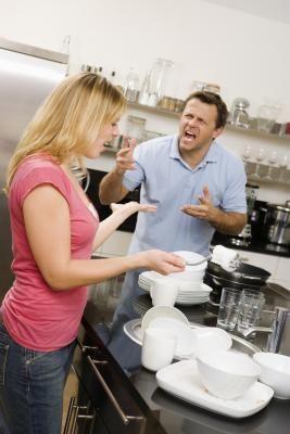 Cómo hablar con tu cónyuge si se enoja | eHow en Español