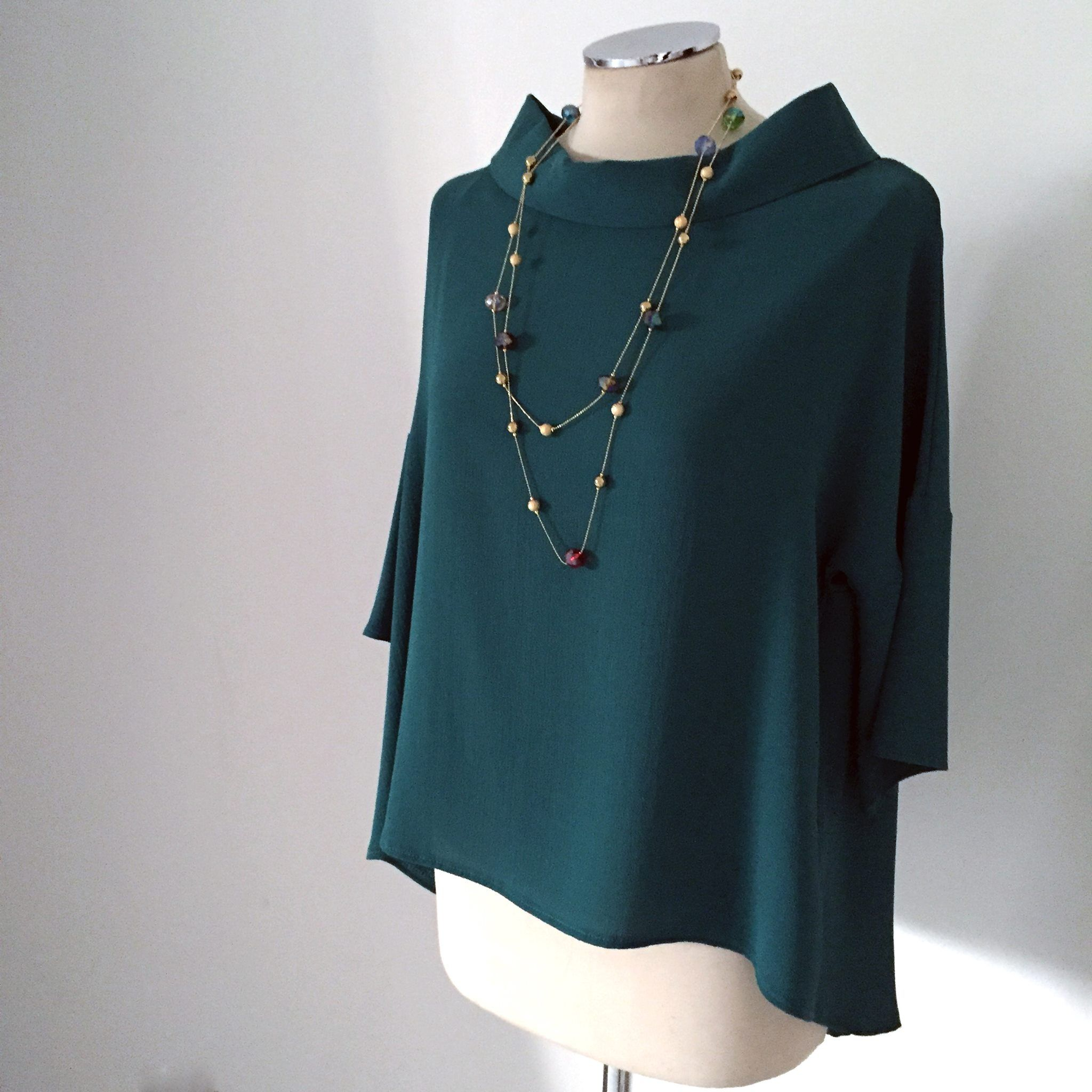 Simply and chic blouse. We love this kind of green! // #green #blouse #look #fashion #chic
