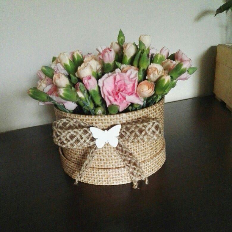 Home Made Flower Box Kwiaty W Pudelku Pomysl Na Bukiet Nowosc Homemade Flowerbox Kwiatywpudelku Pomysl Na Bukiet Nowos Home Decor Decor Planter Pots