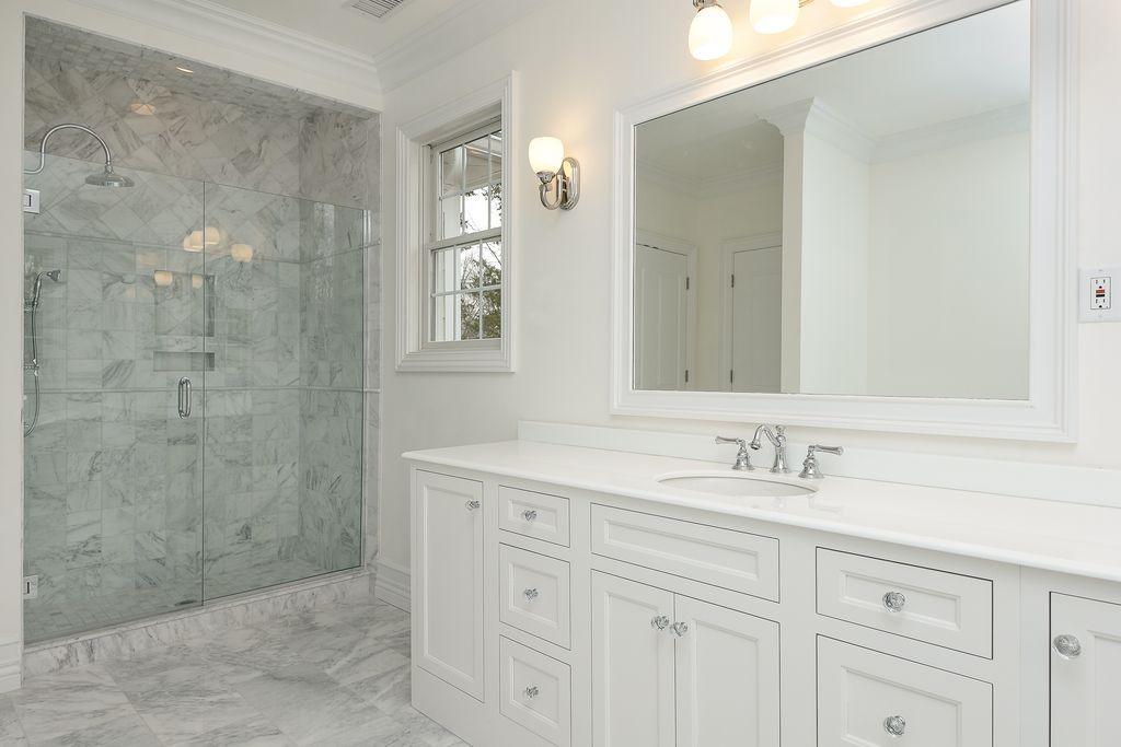 Traditional Full Bathroom With Thassos Quartz Rain Shower Head Prepossessing Bathroom Crown Molding Decorating Inspiration