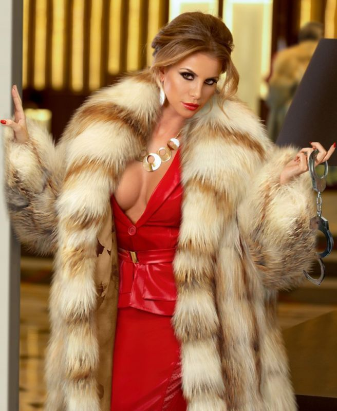 Gorgeous woman in fox and leather..yum | Sexy fur coats and