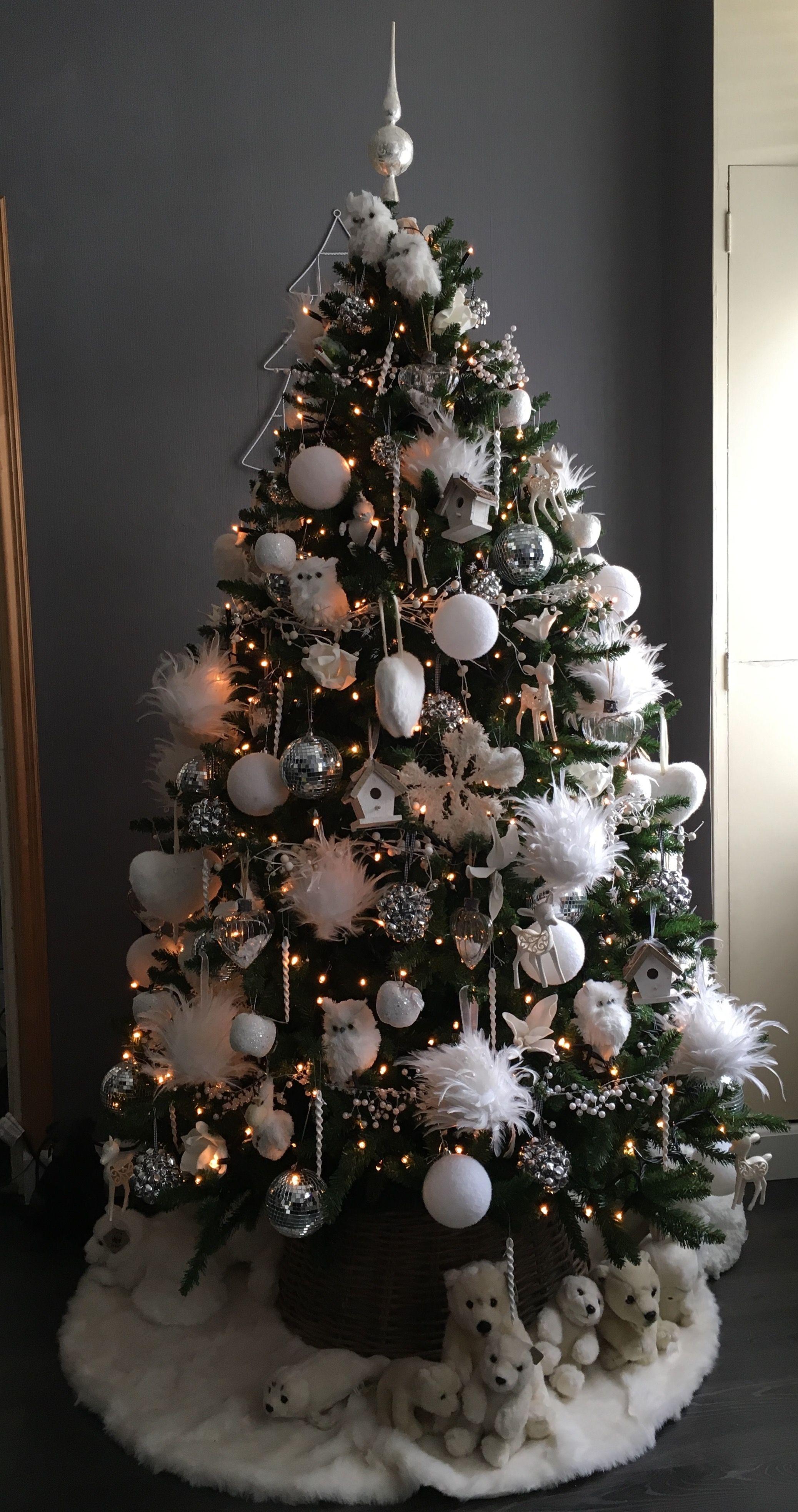 Kerstboom Wit Met Disco Ballen Belletje Sneeuwballen Uilen Harten Bont Veren Balleb Parel Thema Kerstbomen Buiten Kerstversiering Kerstboom Versieringen