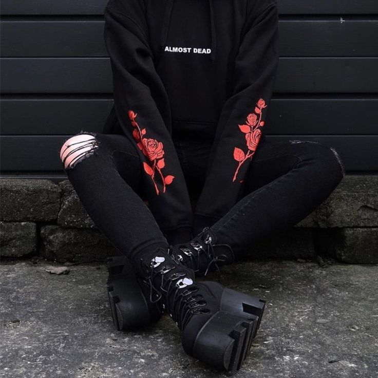 Almost Dead Rose Pattern Sweatshirt #grungeoutfits
