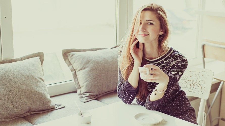How Can A Woman Impress Her First Date