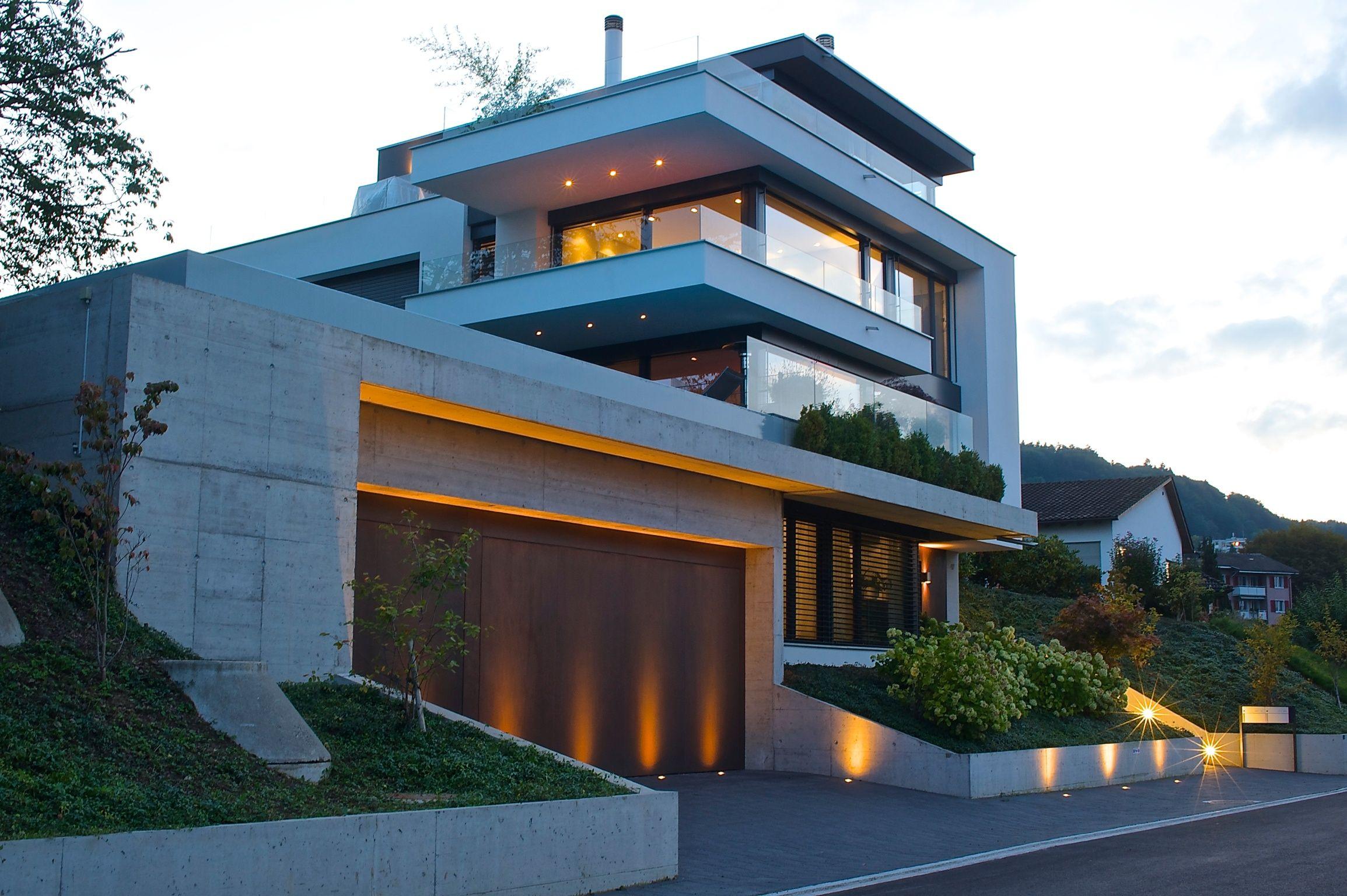 besondere beleuchtung der aussenfassade einer villa. Black Bedroom Furniture Sets. Home Design Ideas