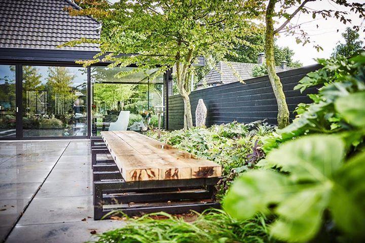 Poellounge bij binnenzwembad groenseizoen tuinen